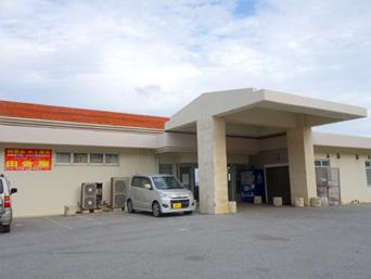 伊良部島の特産品/お土産品 田舎屋(旧サンマリンターミナル)「佐良浜港の昔の旅客ターミナルを再利用したお店」