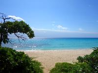 伊良部島の渡口の浜 東 - ビーチ入口のこの光景もいい感じ