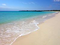 伊良部島の渡口の浜 東 - 西より波は穏やかっぽい