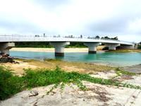 伊良部島の乗瀬橋/伊良部橋 - 渡口の浜とのこの高低差。大丈夫?