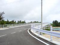 伊良部島の乗瀬橋/伊良部橋 - 渡口の浜入口に危険な坂が発生!