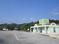 下地島の通り池園地 - 駐車場に付随する施設が徐々に整備