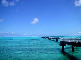 下地島の17エンド/下地空港誘導桟橋と海の色