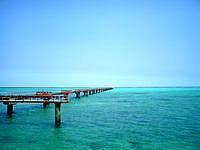 下地島の下地島空港17エンド/誘導桟橋 - 青い海にのびる桟橋、絵になります