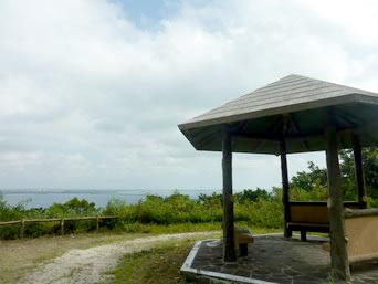 伊良部島の牧山公園/豊見氏親墓碑「展望できる休憩所もありますが・・・」