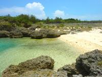 下地島の下地島空港35エンド/サンゴエンド - 小さいビーチもありますが海水浴には不向き