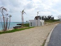 伊良部島の親泊の浜 - 妙な小屋が出現!?