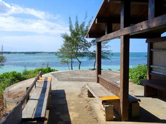 佐和田の浜の休憩小屋