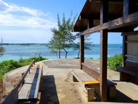 伊良部島の佐和田の浜の休憩小屋