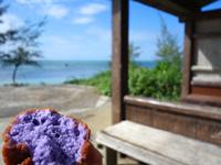伊良部島の佐和田の浜の休憩小屋 - なかゆくい商店のアンダギーをここで食す!