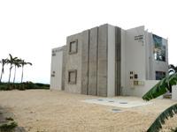 伊良部島のD-RESORT - テナントビルは何が入るかによって建物は変わるのに・・・