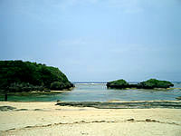 西表島の星砂の浜 - ビーチの右側、このポイントが狙い目
