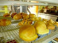 西表島の船浮パン - かまどまに泊まればこんな光景も