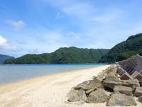 西表島の船浮ビーチ/船浮集落の海 - 船浮港もほど近い手頃なビーチ