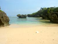 西表島のうなり崎のビーチ - ビーチ先にさらなる小さなビーチも