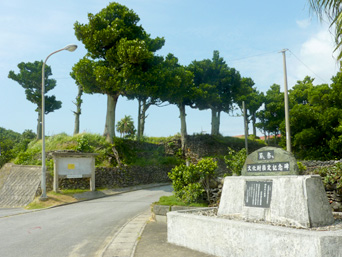 祖内の石垣/茅葺き/節し祭ち/新盛家住宅