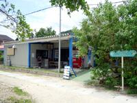 西表島のカフェいかり/cafe碇 - イダの浜への道の起点にあります