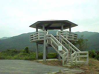横断路麓の展望台