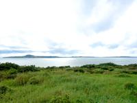 西表島の野原展望台 - 小浜島がすぐ近くに望めます