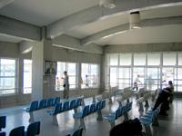 西表島の上原港/デンサターミナル/デンサーターミナル/ゆりみな - 待合スペースは広いけど混雑することも多い