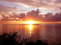 西表島のまるまビーチ - 東向きなので朝日の名所です