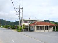 西表島の由布島入口/水牛車休憩所 - 受付がある側にはトイレとカフェ的なお店も