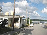 西表島の仲間川遊覧船船着き場 - 船着き場とトイレはやや離れています