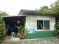 西表島の村のアート屋かなざやん(旧村のそば屋)