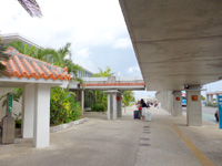 石垣島の南ぬ島石垣空港/新石垣空港 - 外のスペースは意外と狭いです