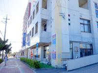 石垣島の石垣島バスターミナル/東運輸 - バス乗り場はこの建物の裏手にあります