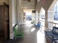 石垣島の石垣島バスターミナル/東運輸 - 右がバス乗り場、左がチケット販売する事務所です