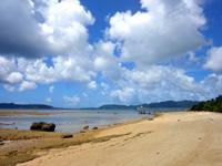 石垣島のフサキビーチ - 灯台からホテル前まで続くビーチ