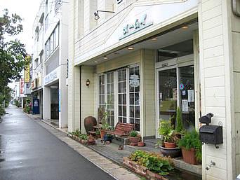 石垣島のメームイ製菓「市役所近くのガソリンスタンドそばにあります」