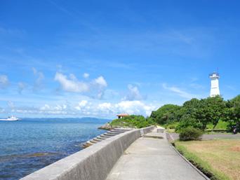 石垣島の観音崎「新川の遊歩道で灯台まで直通です」