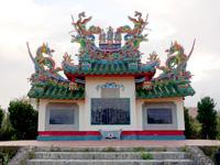 石垣島の唐人墓 - きちんとメンテされ色褪せていません