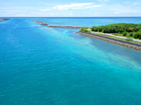 石垣島のサザンゲートブリッジ - 漁港側の海の色は格別!