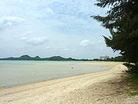 石垣島の底地ビーチ - 遠浅です