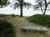 石垣島の底地ビーチ - ビーチにはこういう休憩場所が多い