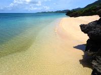 石垣島のサンセットビーチ - 岩場先のビーチの方が断然綺麗!