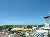 石垣島の新石垣空港展望台の写真