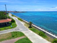 石垣島の南ぬ浜町/サザンゲート公園 - 海はあっても接することはできない