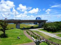 石垣島の南ぬ浜町/サザンゲート公園 - サザンゲートブリッジで市街とアクセス