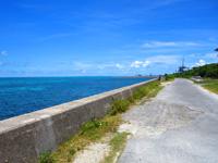 石垣島の南ぬ浜町/サザンゲート公園 - 海側の遊歩道