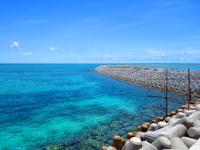 石垣島の南ぬ浜町/サザンゲート公園 - 南ぬ浜町ビーチとの境界