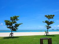 石垣島の南ぬ浜町ビーチ - 真夏でもいるのはライフセーバーのみ