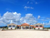 石垣島の南ぬ浜町ビーチ - 新しいビーチなので施設は新しい