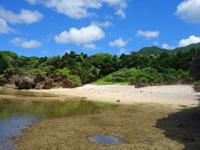石垣島の桴海海岸/ヤドカリビーチ - 洞窟から1個目のビーチ