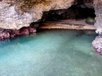 石垣島の石垣島米原 青の洞窟 - 洞窟内の奥に砂浜も!?