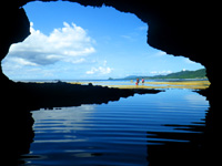 石垣島の石垣島米原 青の洞窟の奥/鍾乳石の写真