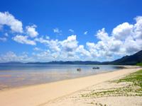 石垣島の吉原ビーチ - 米原側を見るとこんな感じ